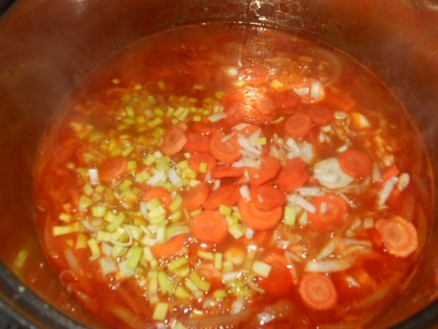 Zupa gulaszowa z szynką