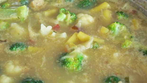 Zupa jarzynowa na kapuście zasmażanej