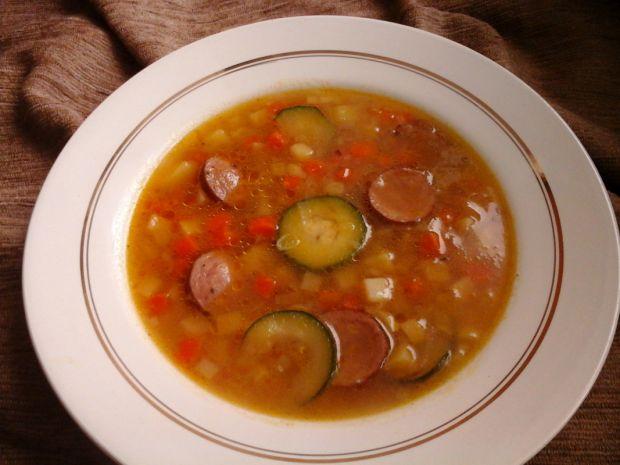 Zupa jarzynowa z cienką kiełbasą