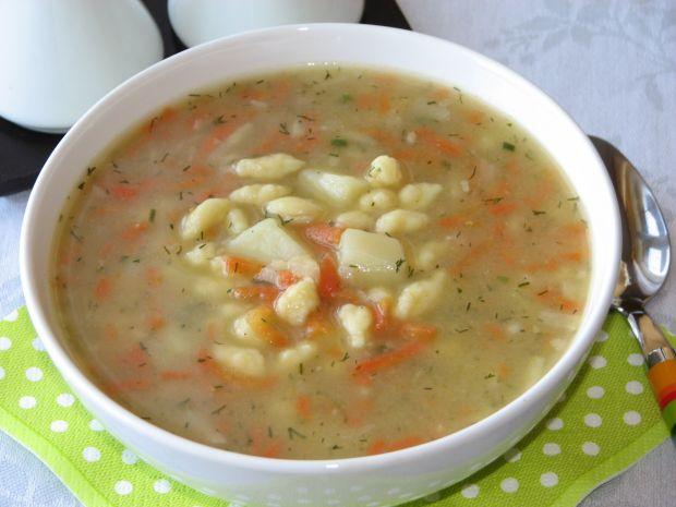 Zupa jarzynowa z domowymi zacierkami