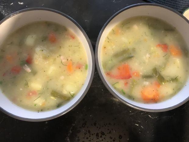 Zupa jarzynowa z papryką i koperkiem