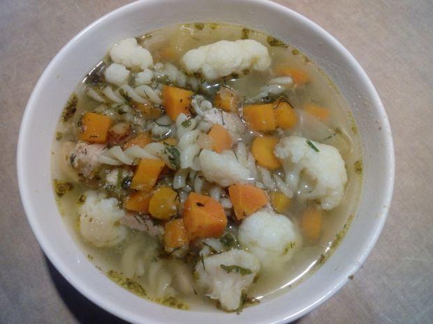 Zupa kalafiorowa z makaronem