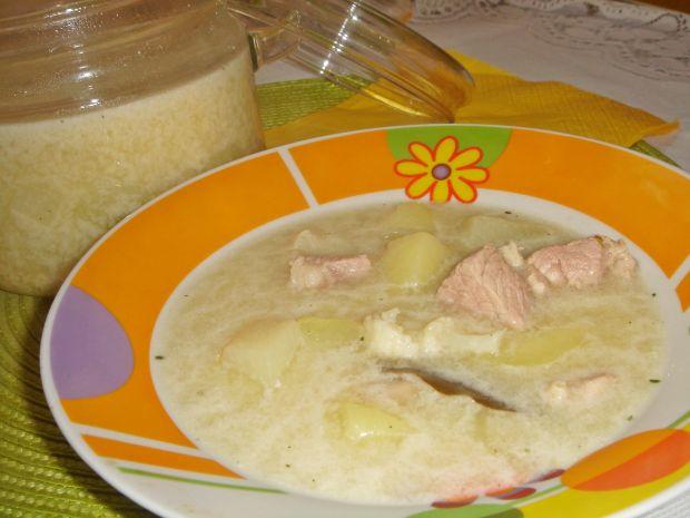 Zupa kalafiorowa z mięsem i kalarepą