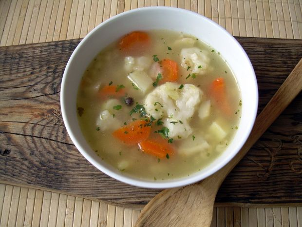 Zupa kalafiorowa z pęczakiem