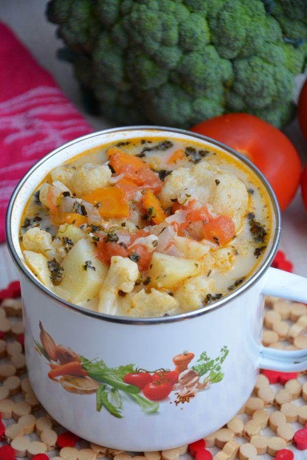 Zupa kalafiorowa z pomidorami