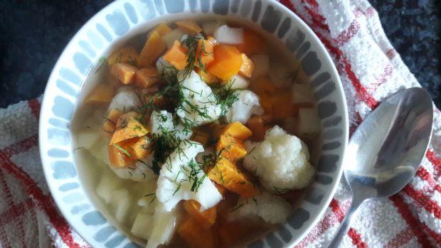 Zupa kalafiorowa ze słodkimi ziemniakami.