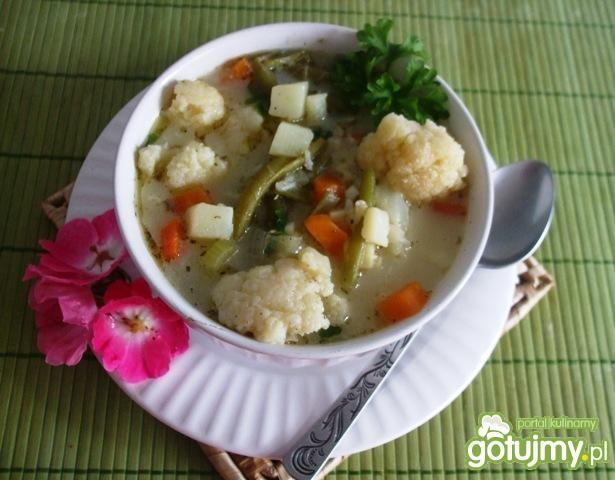 Zupa kalafiorowo-fasolowa, zabielana
