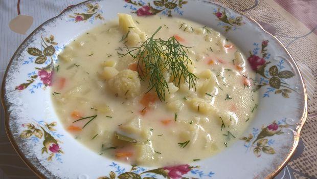 Zupa kalafiorowo-koperkowa