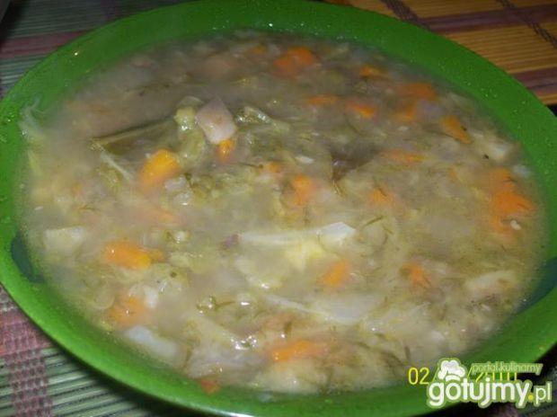 Zupa kapuściana z młodej kapusty