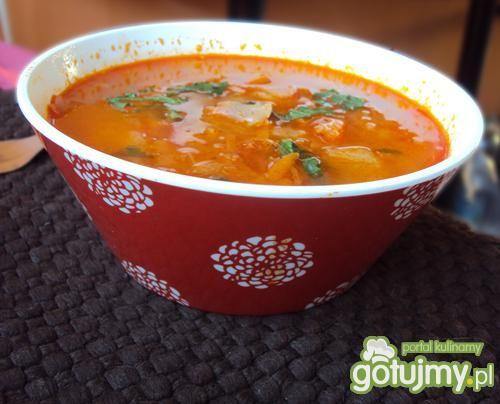 Zupa kapuściana z pomidorową nutką