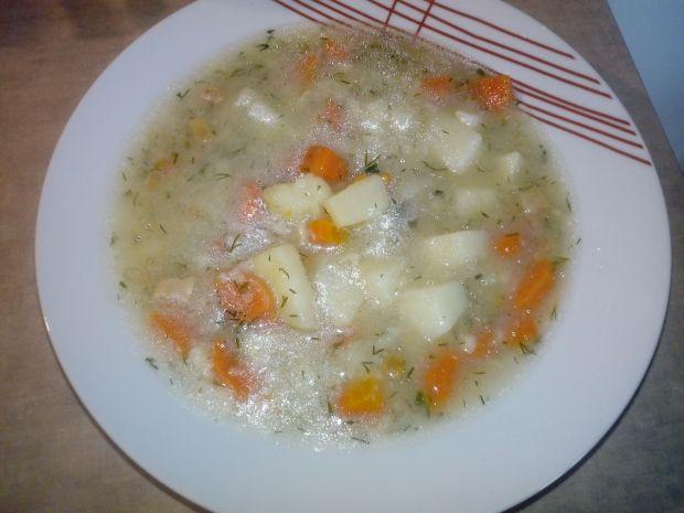 Zupa koperkowa z zacierkami