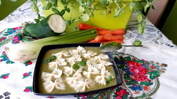 Zupa-Krem warzywny podbijany miętą