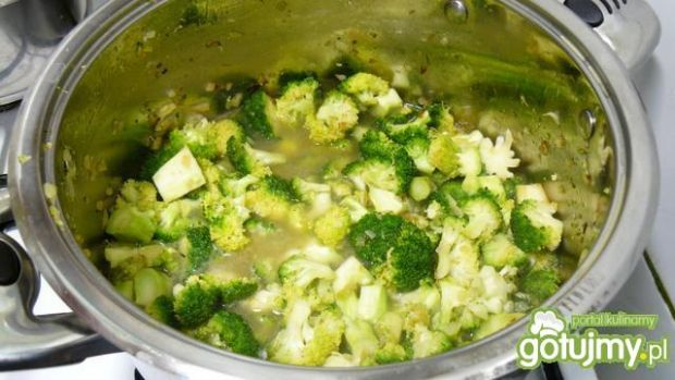 Zupa-krem z brokuła i kukurydzy z rokfor