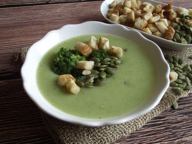Zupa krem z brokuła z pestkami dyni i grzankami