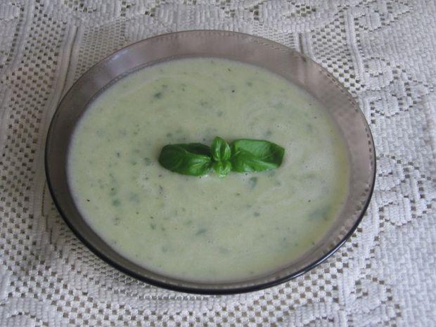 Zupa krem z cukini ze świeżą bazylią