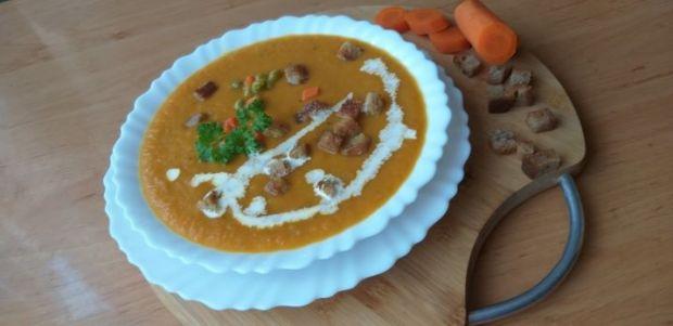 Zupa krem z marchewki i groszku
