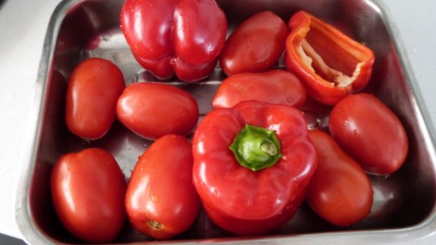 Zupa krem z pieczonej papryki i pomidorów
