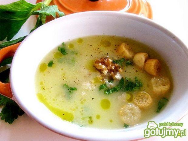 Zupa -krem z selera z serem i orzechami