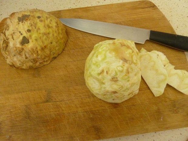Zupa krem z selera z ziemniaczanymi talarkami