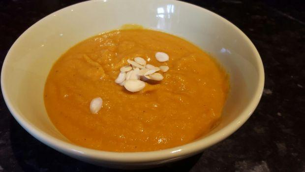 Zupa marchewkowa z soczewicą i imbirem
