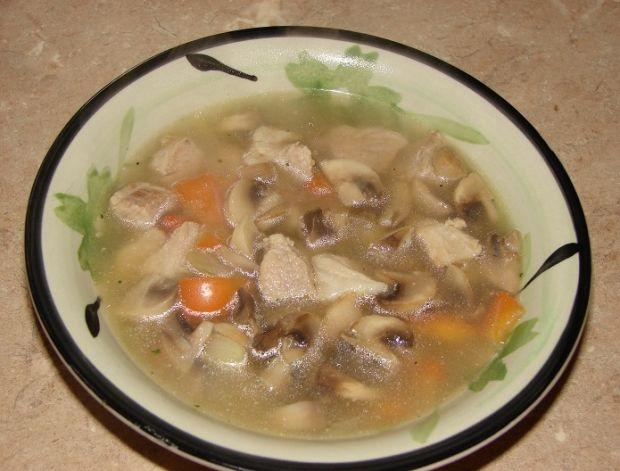 Zupa mięsna z pieczarkami i papryką