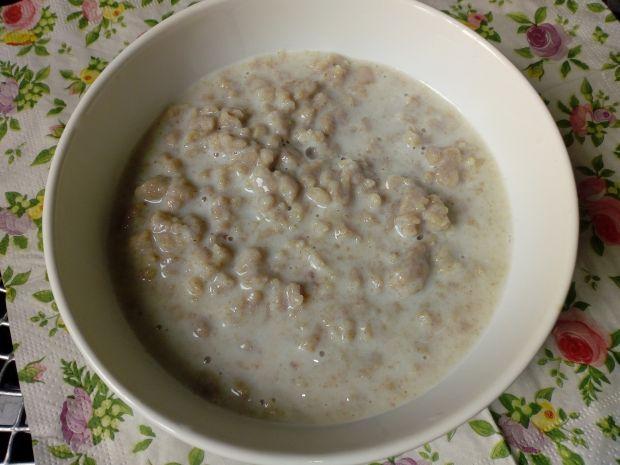 Zupa mleczna z pełnoziarnistymi kluseczkami