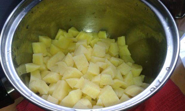 Zupa ogórkowa na bulionie