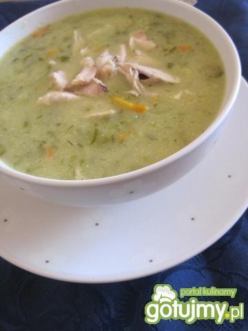 Zupa ogórkowa na skrzydełkach kurczaka