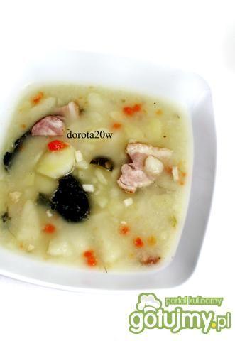 Zupa ogórkowa na wędzonym boczku