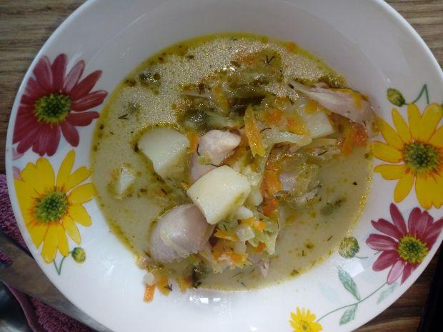 Zupa ogórkowa z cukinią