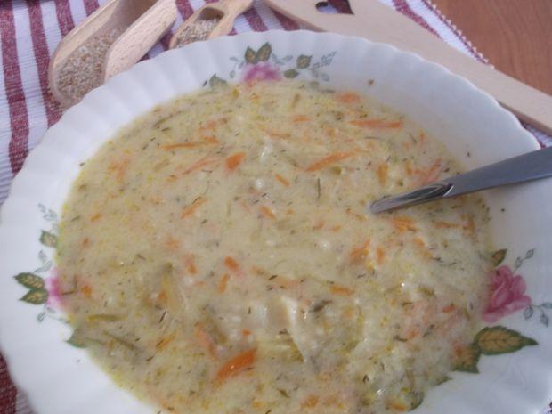 Zupa ogórkowa z kaszą jęczmienną