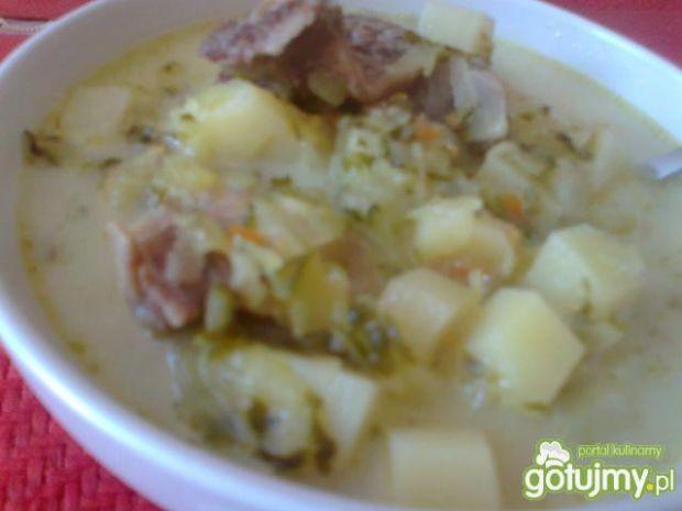 Zupa ogórkowa z małosolnych ogórków