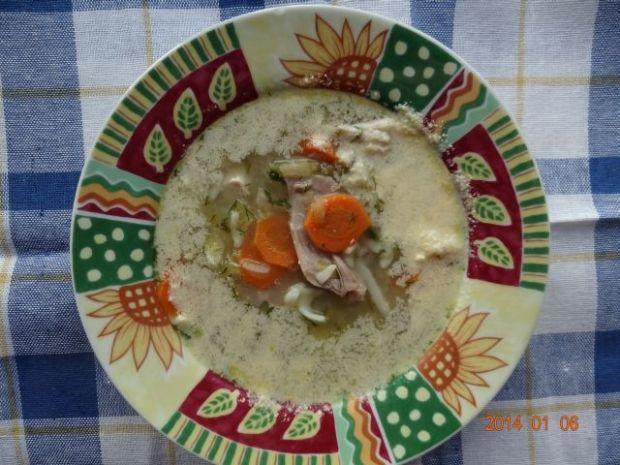 Zupa ogórkowa z mięsem