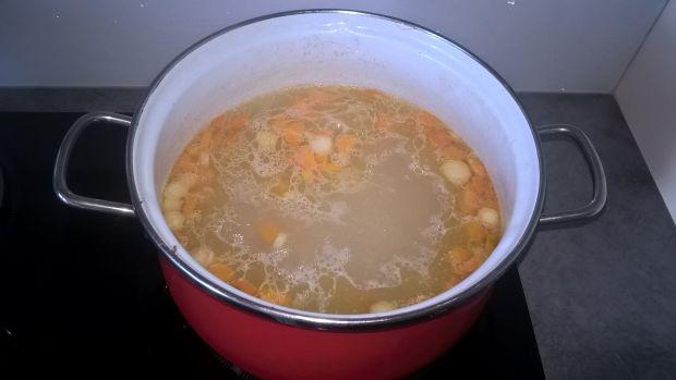Zupa ogórkowa z ryżem i kurczakiem