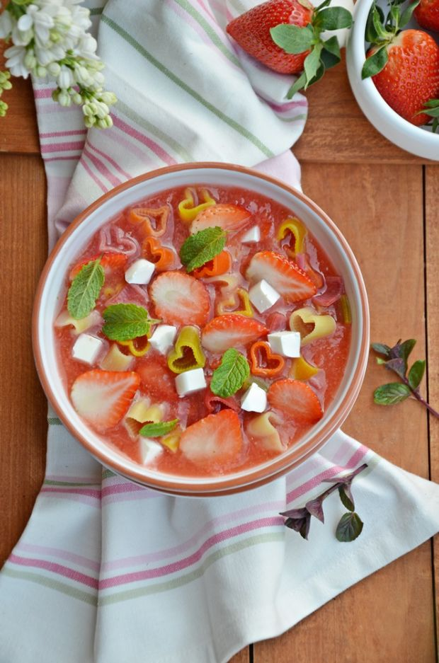 Zupa owocowa z makaronem i serkiem Tartare