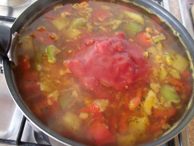Zupa paprykowa z kurczakiem i patisonem