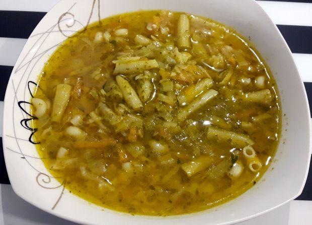 Zupa pesto z fasolką szparagową
