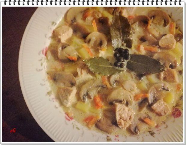 Zupa pieczarkowa Eli na kurczaku