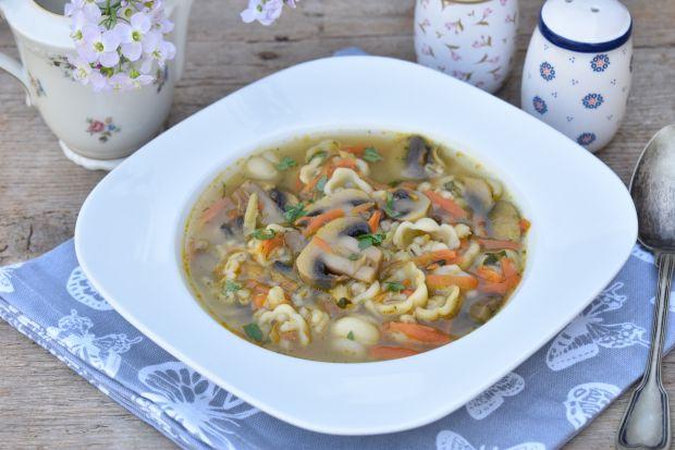 Zupa pieczarkowa z kaszą pęczak i makaronem