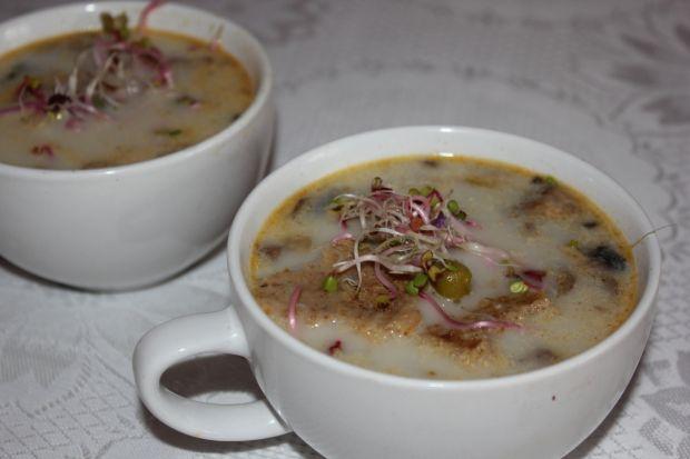 Zupa pieczarkowa z kiełkami