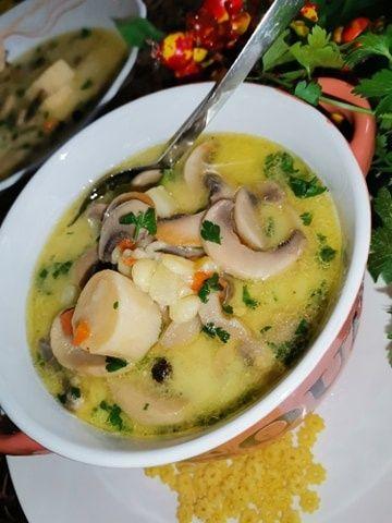 Zupa pieczarkowa z ziemniakami i makaronem