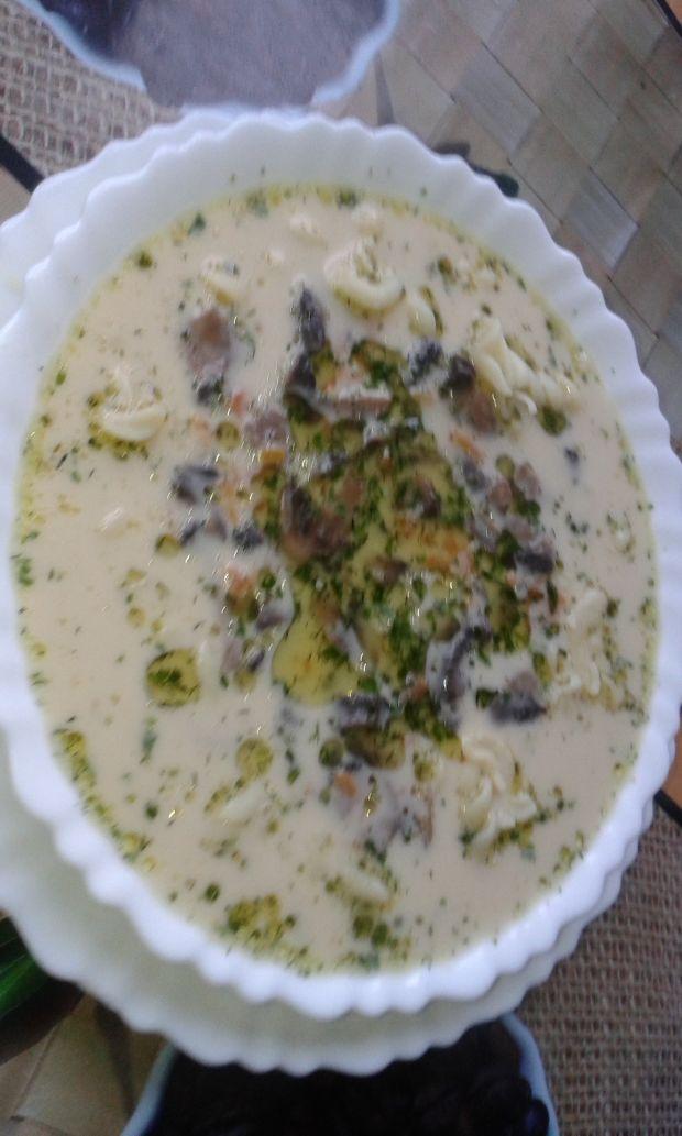 Zupa pieczarkowa ze śmietaną