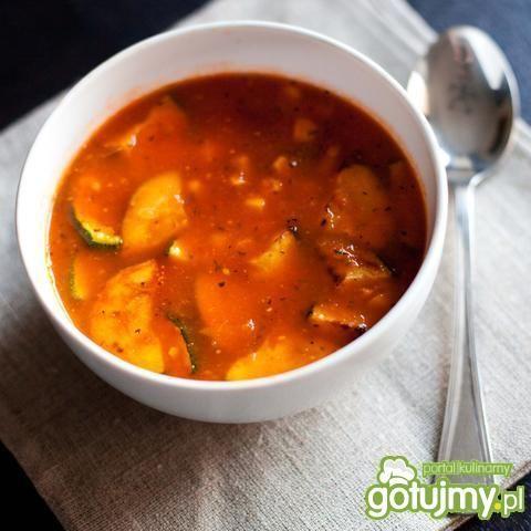 Zupa pomidorowa z cukinią i kukurydzą