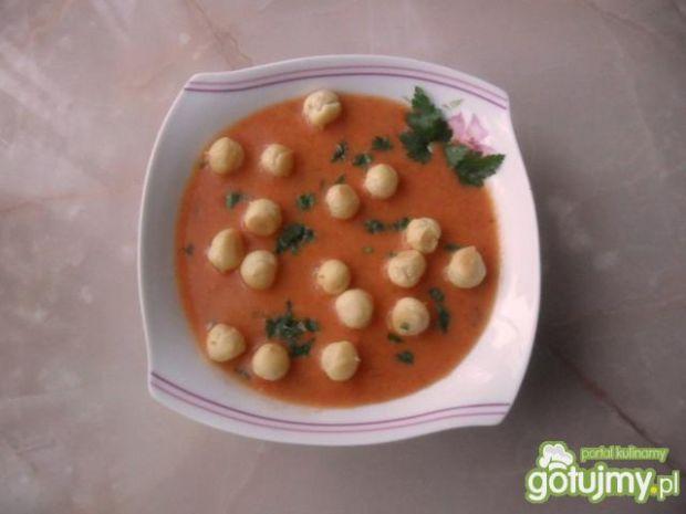 Zupa pomidorowa z groszkiem ptysiowym