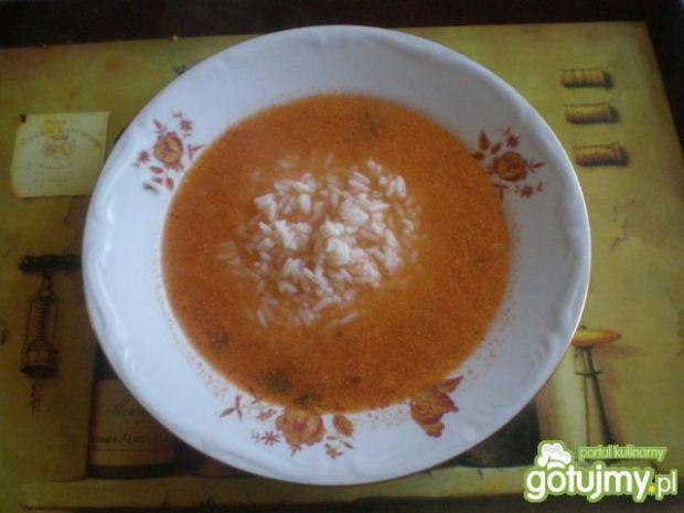 Zupa pomidorowa z ryżem gotowana na żebe