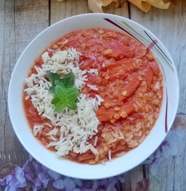 Zupa pomidorowa z ryżem i soczewicą