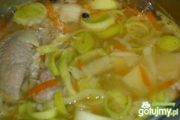 Zupa porowa na żeberkach