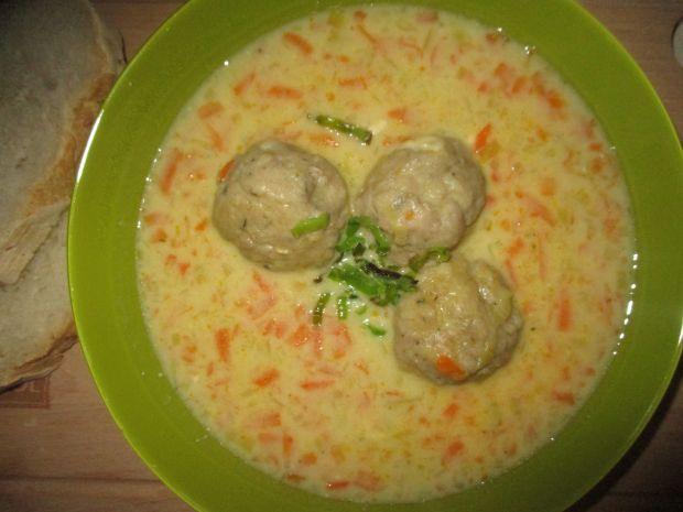 Zupa porowa z serkami i klopsikami