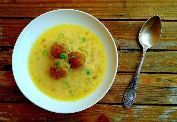 Zupa porowo-serowa z pulpecikami