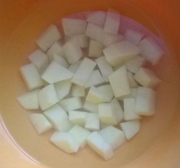 Zupa selerowa z soczewicą
